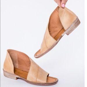 Free People Mont Blanc sandal. Size 41.